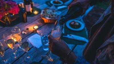 Cena estiva a casa con gli amici: le regole per avere una serata perfetta