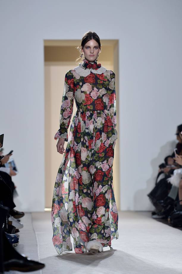 A model presents a creation for fashion house Blugirl during the Autumn-Winter 2016 / 2017 Milan Fashion Week on February 24, 2016. / AFP / TIZIANA FABI (Photo credit should read TIZIANA FABI/AFP/Getty Images)