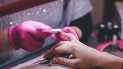 Come aiutare le unghie malate in 3 semplici mosse