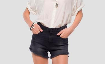 Shorts jeans, come abbinare un must dell'estate